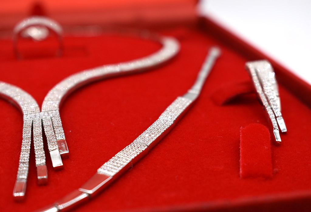 denius-bijuterii-din-argint-set-colier-cercei-pandantiv-inel-piatra-pretioasa-zirconiu.jpg