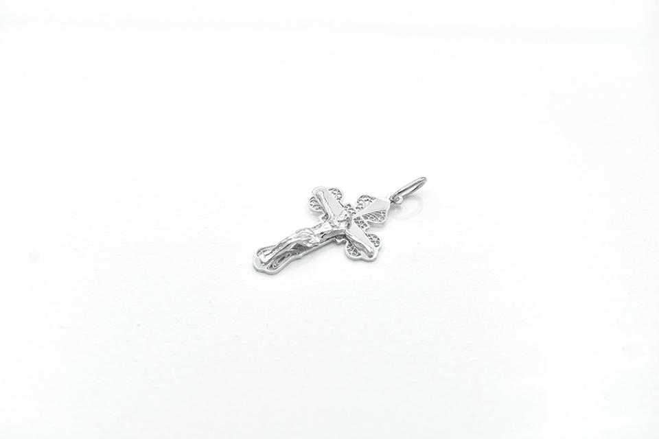 denius-bijuterii-din-argint-cruciulita-din-argint-isus.jpg
